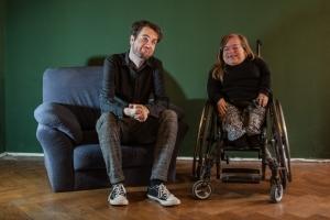 Jana Zöll und Steven Solbrig lächeln in die Kamera